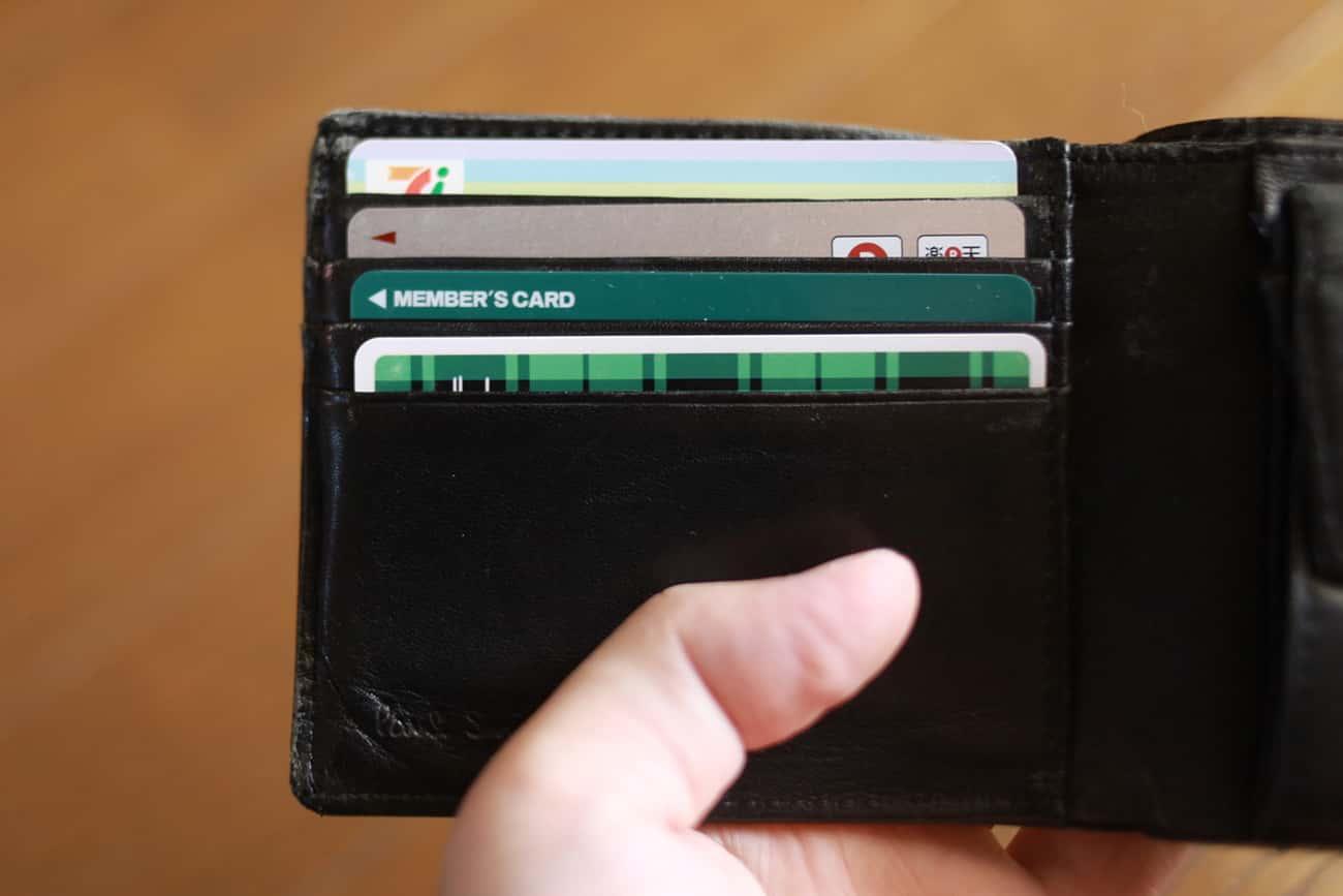 一般的な二つ折り財布のカード入れ