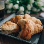 コンビニやカフェで気軽に食べられる コーヒーに合うパン18選