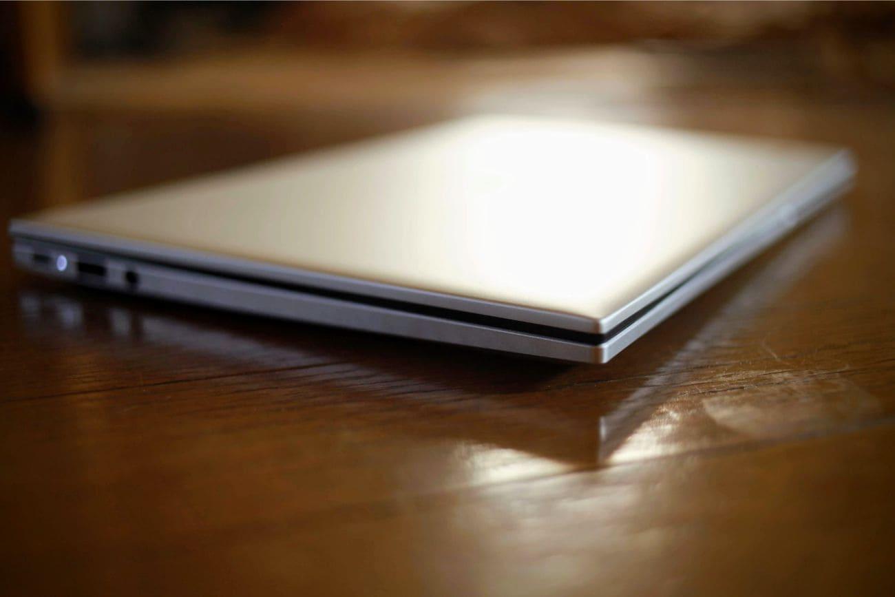 ASUS chromebook C425 厚み